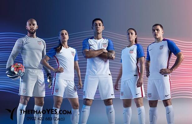 bộ thể thao bóng đá nam màu trắng.