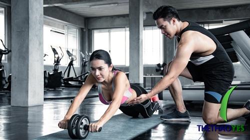 Tập gym với PT,